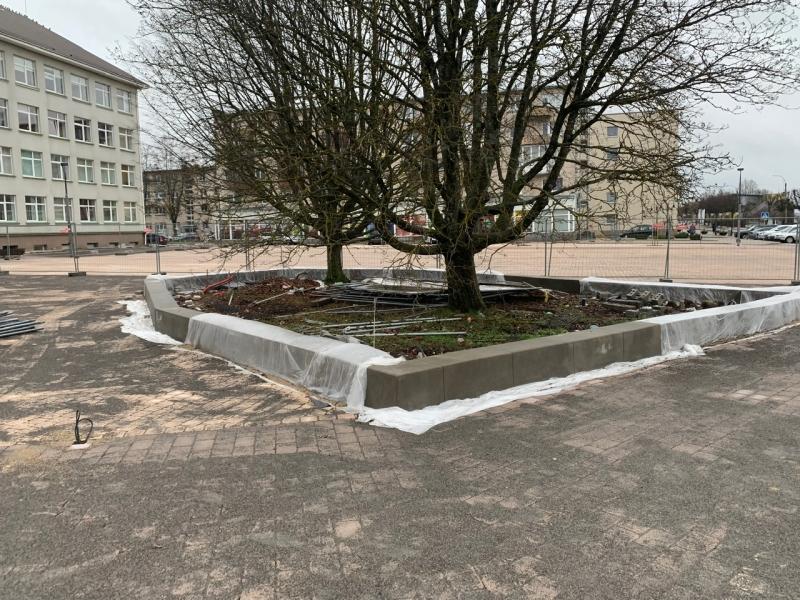 betono sieneles ir klombos miesto erdvems apipavidalinti