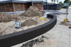 lenktos formos liejama betonine sienele Betoformos