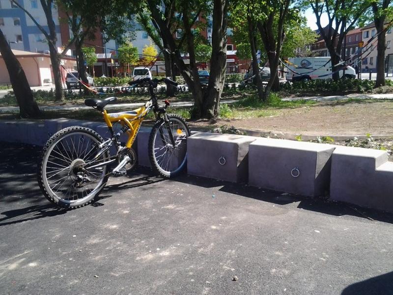 Betoformos betoniniai dviračių laikikliai statymo vietos