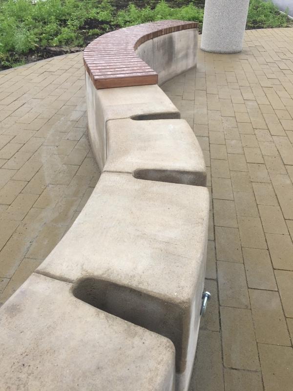 Dviračių statymo vietos suoliuke
