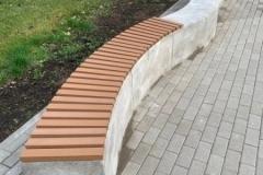 betoniniai suoliukai mokykloms su wpc lentomis