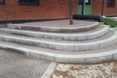 betoniniai laitai viesose erdvese