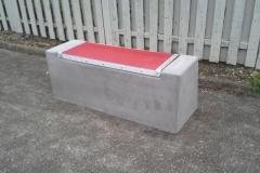 Betoformos betoninis suoliukas miestui