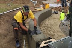 Betoformos betoninių suoliukų liejimas