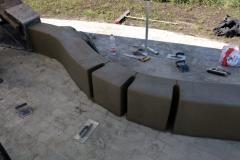 Betoninis suoliukas su dviraciu statymo vietomis