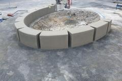 betonine sienele suoliukas su angomis dviračių statymui