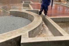 betoniniai elementai mokyklos kiemui ir erdvei