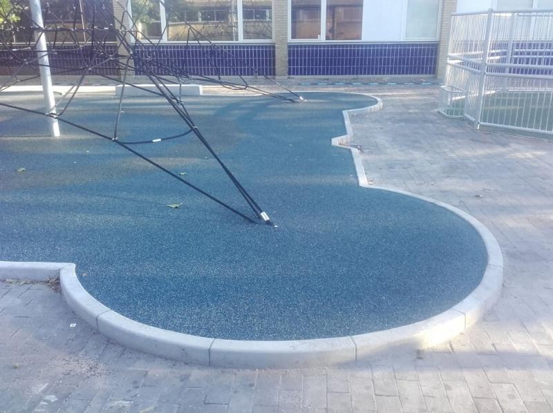 Liejami betoniniai bordiūrai vaikų žaidimų aikštelėms