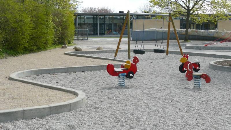 Betoformos betoniniai borteliai žaidimų aikštelėje
