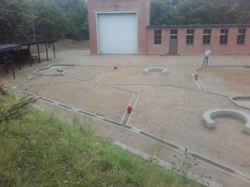 betoniniai vandens latakai vaiku zaidimu erdvems
