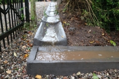 liejami betoniniai vandens latakai